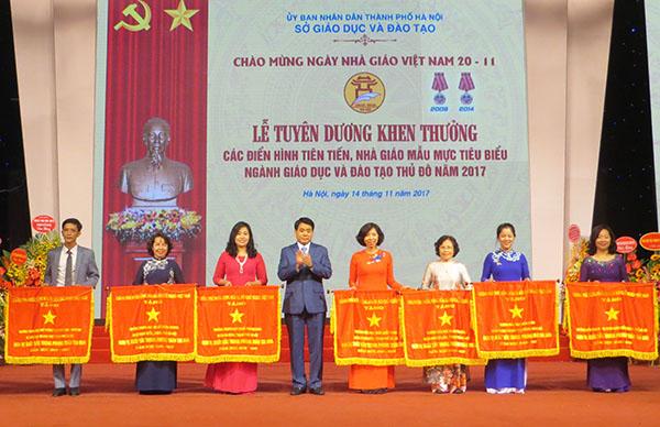 Hà Nội: Tuyên dương các nhà giáo ưu tú nhân ngày 20/11 - Hình 1