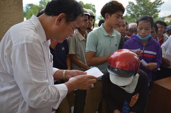 Ba doanh nghiệp tặng 1 kg vàng và 1 tỷ đồng cho người dân vùng lũ miền Trung - Hình 2