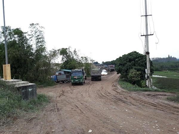 Văn Giang (Hưng Yên): Người dân bức xúc vì bãi tập kết cát gây ô nhiễm môi trường - Hình 2