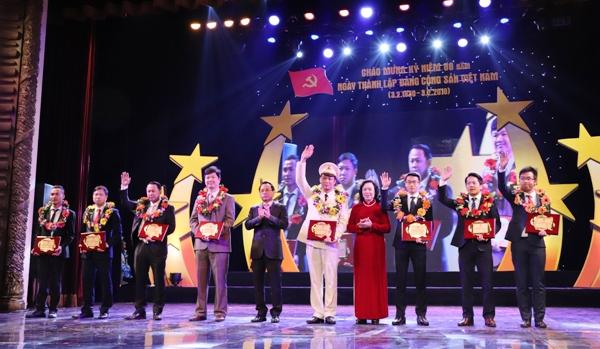 Hà Nội: Tuyên dương 10 gương mặt tiêu biểu năm 2017 - Hình 1