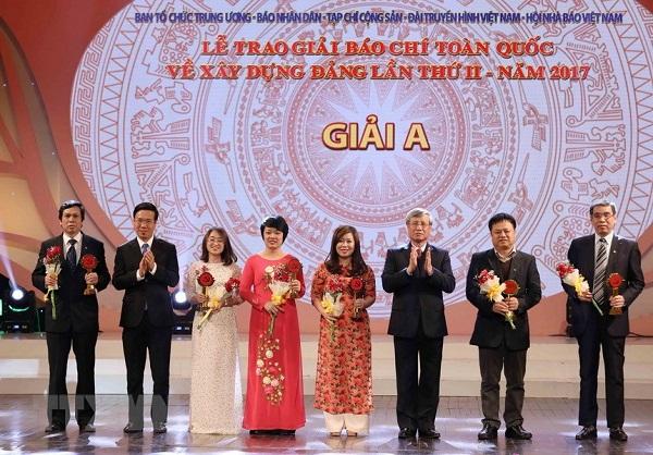 Tổng Bí thư Nguyễn Phú Trọng dự Lễ trao giải Búa liềm vàng lần 2 năm 2017 - Hình 2