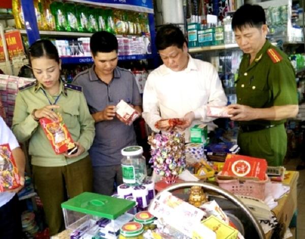 Hà Nội: Xử phạt hơn 7.200 cơ sở vi phạm ATTP trong năm 2017 - Hình 1