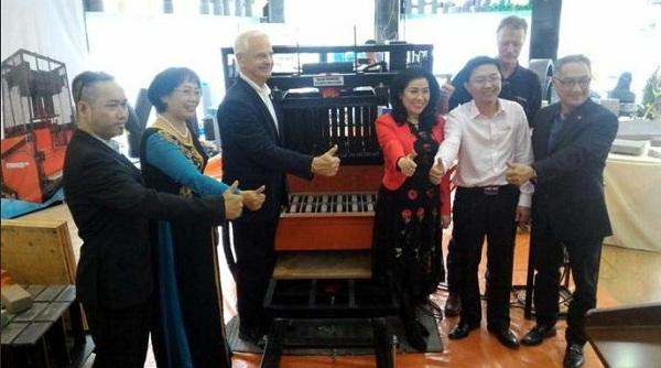 Ibenetor company introduced Stonemaker unburnt brick press in Vietnam - Figure 1