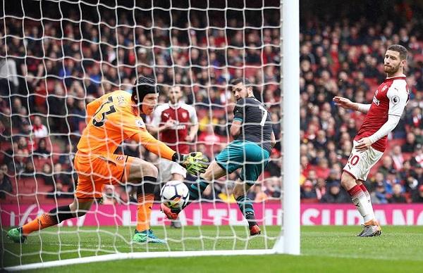 Welbeck lập cú đúp, Arsenal thắng nhọc nhằn Southampton - Hình 1