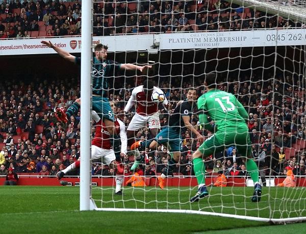 Welbeck lập cú đúp, Arsenal thắng nhọc nhằn Southampton - Hình 2