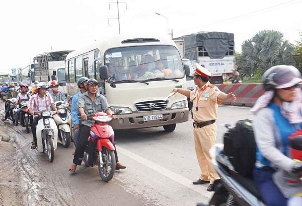 Mở đợt cao điểm bảo đảm trật tự an toàn giao thông dịp 30/4 và 1/5 - Hình 1