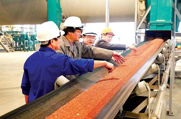 Công ty CP Supe phốt phát và Hóa chất Lâm Thao:  Tự hào truyền thống, vững vàng tương lai - Hình 1