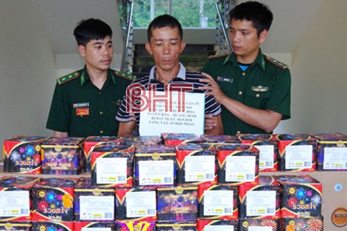 Hà Tĩnh bắt đối tượng vận chuyển gần 100kg pháo nổ - Hình 1