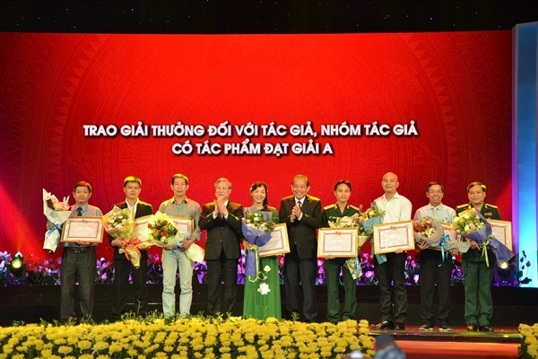 Trao Giải thưởng sáng tác, quảng bá tác phẩm chủ đề Học tập và làm theo Bác - Hình 1