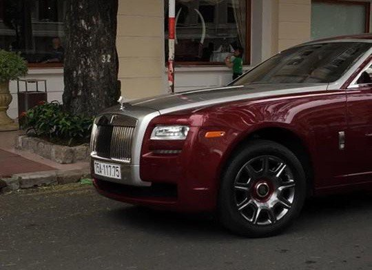 Đại gia Huế chơi Rolls-Royce Ghost biển ngũ quý 1 hơn 11 tỷ đồng - Hình 3