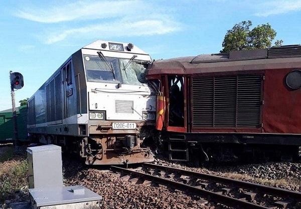 Quảng Nam: Hai đoàn tàu tông nhau, tuyến đường sắt Bắc - Nam bị tê liệt - Hình 1