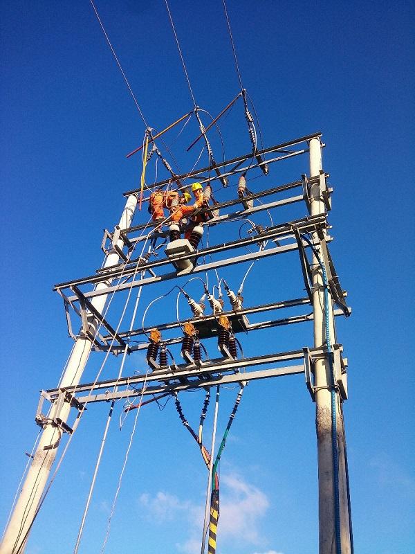 Điện lực Quảng Ninh: Nỗ lực khắc phục sự cố cáp ngầm cấp điện tại Cô Tô, Vân Đồn - Hình 1