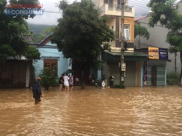 NÓNG: Cận cảnh hình ảnh nhiều địa phương trong tỉnh Hà Giang bị ngập lụt do mưa lớn - Hình 5