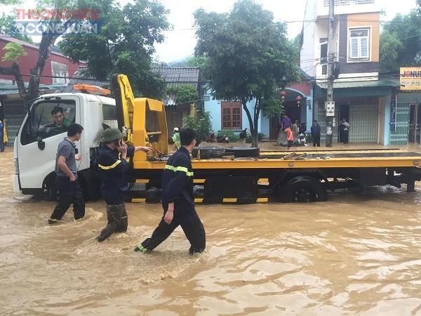 NÓNG: Cận cảnh hình ảnh nhiều địa phương trong tỉnh Hà Giang bị ngập lụt do mưa lớn - Hình 4