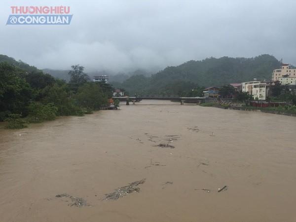 NÓNG: Cận cảnh hình ảnh nhiều địa phương trong tỉnh Hà Giang bị ngập lụt do mưa lớn - Hình 2