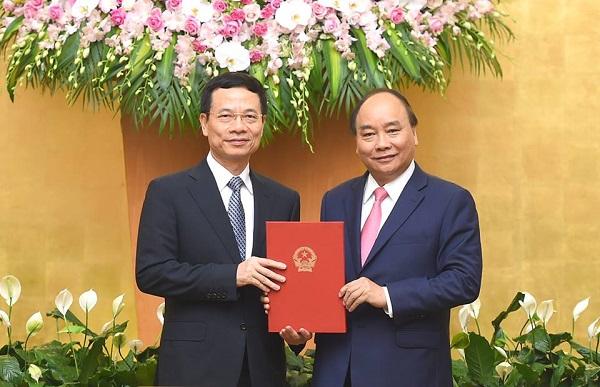 Thủ tướng Nguyễn Xuân Phúc trao QĐ giao quyền Bộ trưởng TTTT cho ông Nguyễn Mạnh Hùng - Hình 1