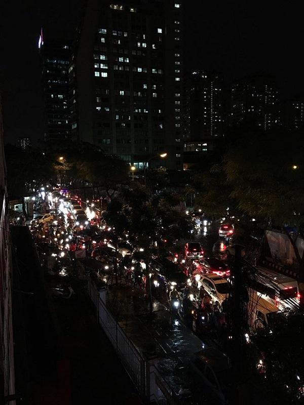 Mưa lớn kéo dài, Hà Nội tắc đường hàng giờ - Hình 4