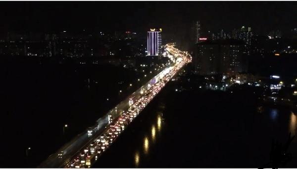 Mưa lớn kéo dài, Hà Nội tắc đường hàng giờ - Hình 9