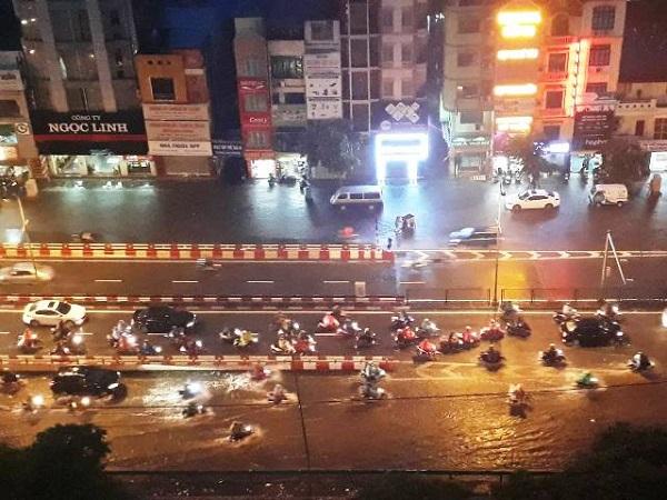 Mưa lớn kéo dài, Hà Nội tắc đường hàng giờ - Hình 2