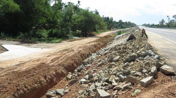 Lo ngại về chất lượng công trình cao tốc Quảng Nam - Quảng Ngãi