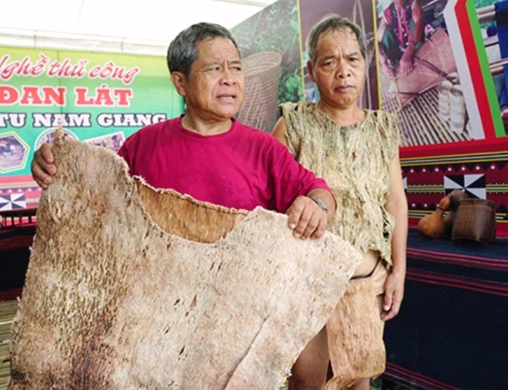 Lễ hội VH-TT các huyện miền núi tỉnh Quảng Nam: Trang phục chế biến từ vỏ cây rừng - Hình 1