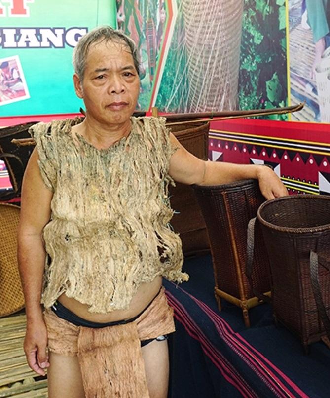 Lễ hội VH-TT các huyện miền núi tỉnh Quảng Nam: Trang phục chế biến từ vỏ cây rừng - Hình 2