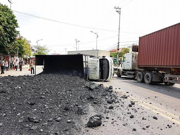Quảng Ninh: Tiếp tục 'nới lỏng' việc vận chuyển than trên QL10 và QL18? - Hình 1