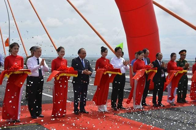 Quảng Ninh: Chính thức thông xe cây cầu 7000 tỉ và cao tốc Hạ Long Vân Đồn - Hình 1