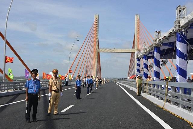 Quảng Ninh: Chính thức thông xe cây cầu 7000 tỉ và cao tốc Hạ Long Vân Đồn - Hình 3