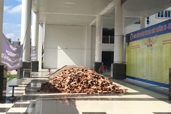 Vụ đổ gạch, cát vào trường Pascal: Quận Bắc Từ Liêm lên tiếng - Hình 1