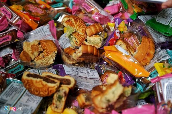 Hà Nội: Phát hiện gần 2.000 chiếc bánh trung thu không rõ nguồn gốc xuất xứ - Hình 2