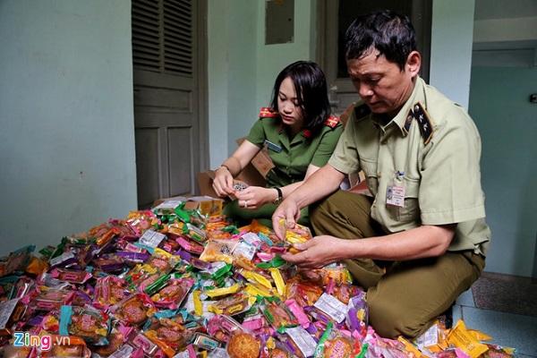 Hà Nội: Phát hiện gần 2.000 chiếc bánh trung thu không rõ nguồn gốc xuất xứ - Hình 1