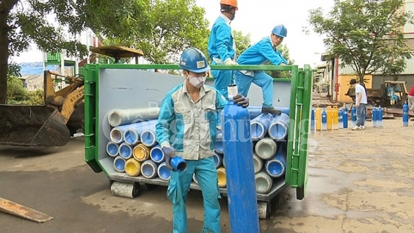 Hà Nội: Tiêu huỷ 215 bình khí N20 sử dụng bơm bóng cười - Hình 1