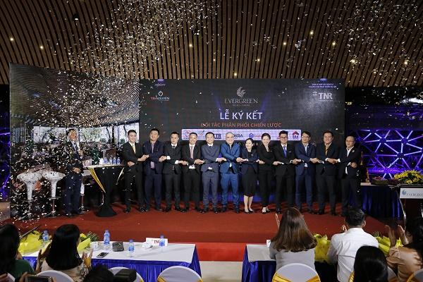 TNR Holdings Việt Nam & 7 nhà phân phối thiết lập quan hệ hợp tác chiến lược siêu dự án EverGreen - Hình 3