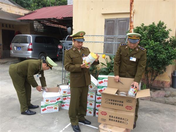 Lạng Sơn: Thu giữ 150 kg hồng sấy khô nhập lậu - Hình 1