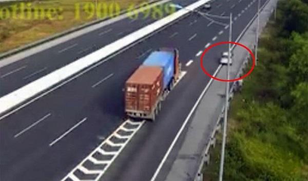 Ủy ban ATGT Quốc gia đề nghị xử lý nghiêm ô tô đi lùi ngược chiều trên cao tốc - Hình 1