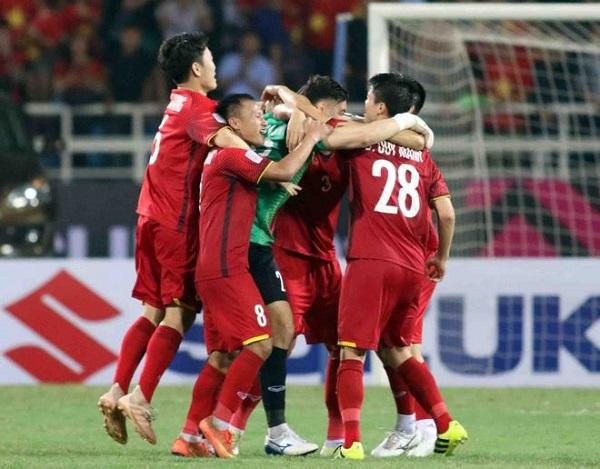 Đánh bại Philippines 2-1 ở BK lượt về: ĐT Việt Nam vào chung kết AFF Cup 2018 - Hình 1