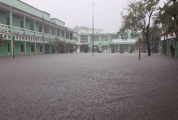 Hôm nay (10/12), học sinh ở Đà Nẵng, Quảng Nam và Quảng Ngãi được nghỉ học do mưa lớn - Hình 1