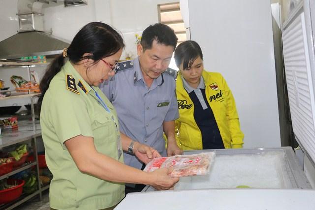Hà Tĩnh: Phát hiện 1.278 cơ sở vi phạm an toàn thực phẩm, xử phạt gần 2 tỷ đồng - Hình 1