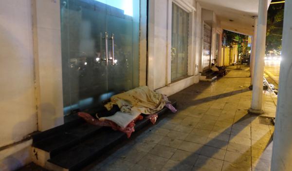 Hà Nội: Đưa người vô gia cư về các Trung tâm Bảo trợ xã hội để tránh rét - Hình 1