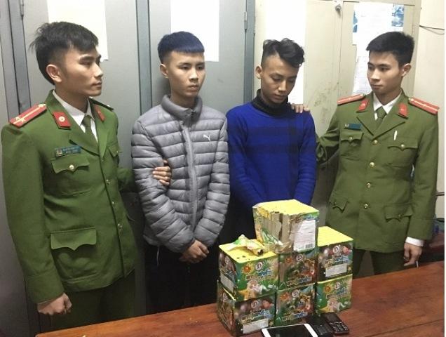 Hà Tĩnh: Mua 8,8 kg pháo thuê taxi đi bán kiếm lời - Hình 1