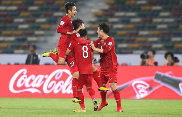 Vào tứ kết Asian Cup, ĐT Việt Nam sẽ thoát khỏi 'ác mộng trọng tài' - Hình 1