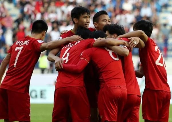 CLB La Liga muốn chiêu mộ Quang Hải và Văn Hậu - Hình 1