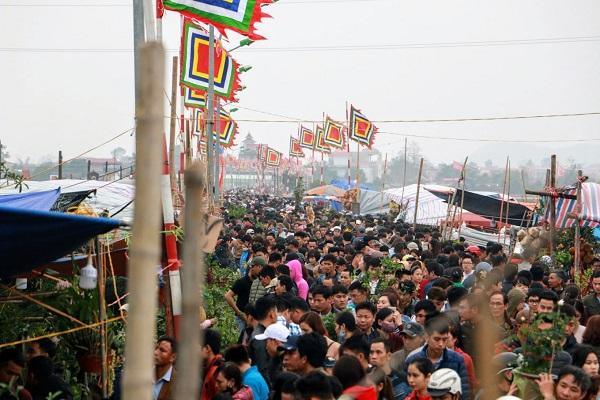 Phiên chợ Viềng (Nam Định) chật kín người đến cầu may - Hình 3
