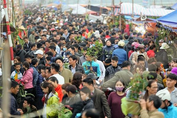 Phiên chợ Viềng (Nam Định) chật kín người đến cầu may - Hình 2