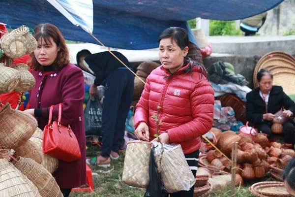 Phiên chợ Viềng (Nam Định) chật kín người đến cầu may - Hình 4