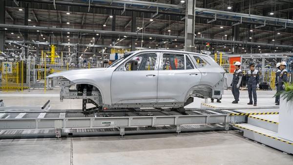 VinFast hoàn thành sản xuất thân vỏ xe LUX SUV đầu tiên - Hình 3