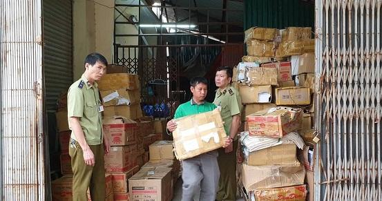 Hà Nội: Thu giữ hàng chục nghìn cuốn sách lậu - Hình 1