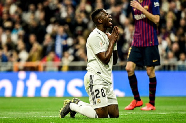 El Clasico Real thua tan tác, Barca vào chung kết Cup Nhà vua - Hình 1