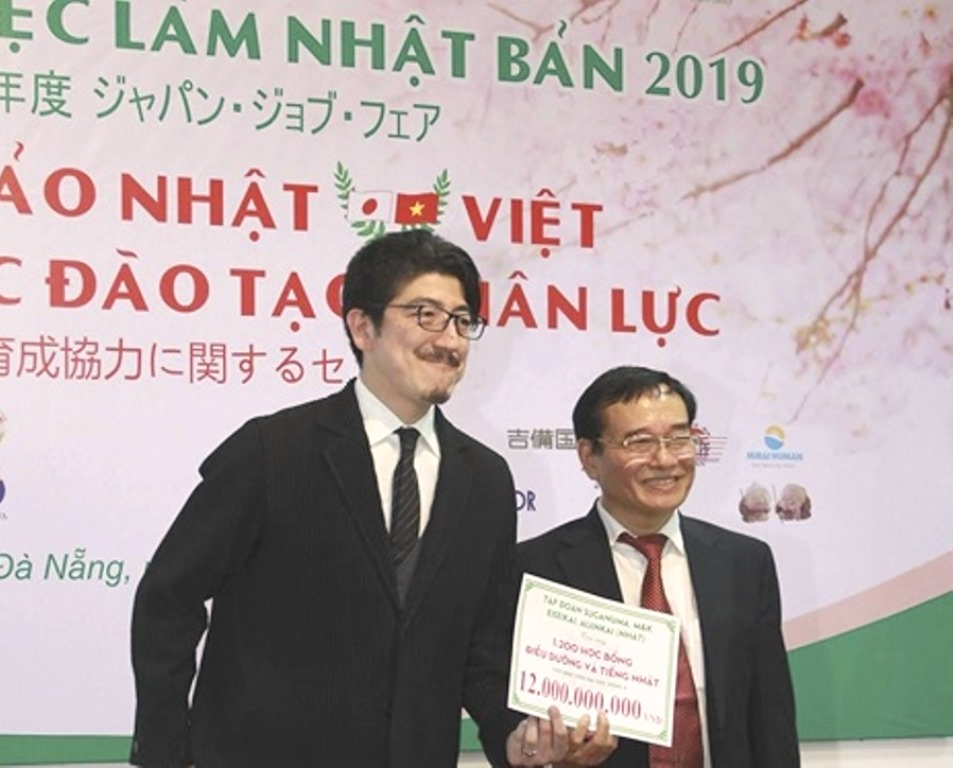 Đà Nẵng: Doanh nghiệp Nhật Bản tặng gói học bổng 12 tỷ đồng cho SV ngành điều dưỡng - Hình 1